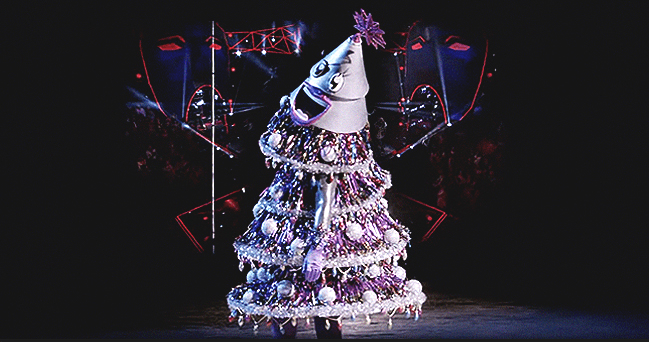 Ana Gasteyer of SNL Fame Is Revealed under the Festive Tree Costume on 'The Masked Singer'