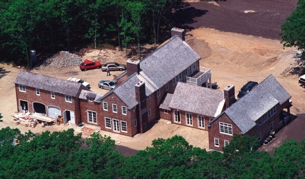 An aerial view of the home of broadcast journalist Matt Lauer is shown June 1, 2001 in Watermill, New York. | Photo: Getty Images