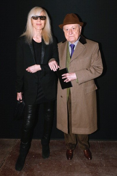 Betty Catroux et Pierre Berge participent au défilé Saint Laurent Automne / Hiver 2014-2015 dans le cadre de la Fashion Week de Paris le 19 janvier 2014 à Paris, France. | Photo : Getty Images