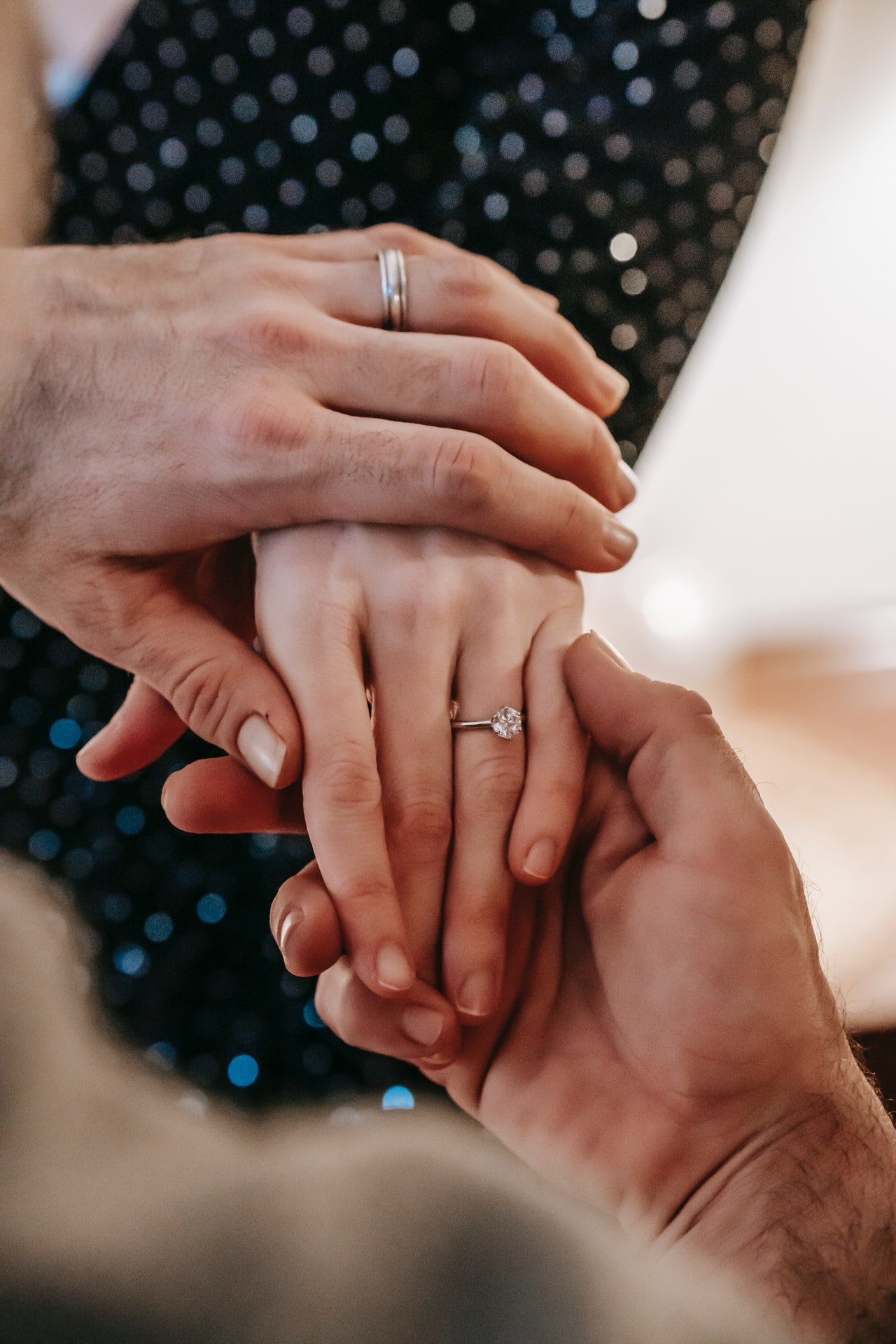 Man holding woman's hand | Source: Pexels