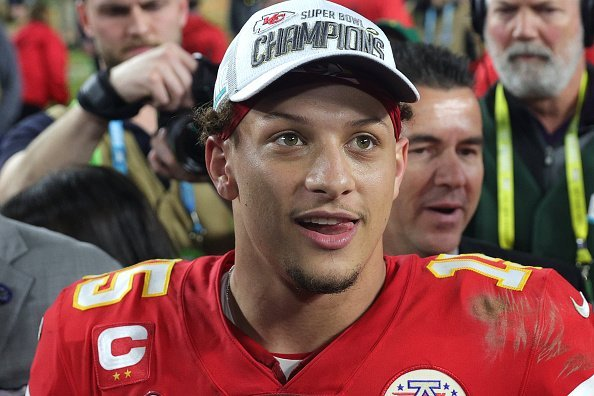 Patrick Mahomes #15 of the Kansas City Chiefs celebrates after defeating San Francisco 49ers 31-20 in Super Bowl LIV at Hard Rock Stadium on February 02, 2020 | Photo: Getty Images