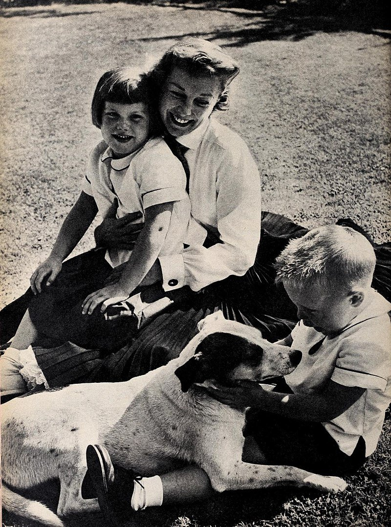 June Allyson with her children Pamela and Richard   Source: Wikimedia Common/ Public domain
