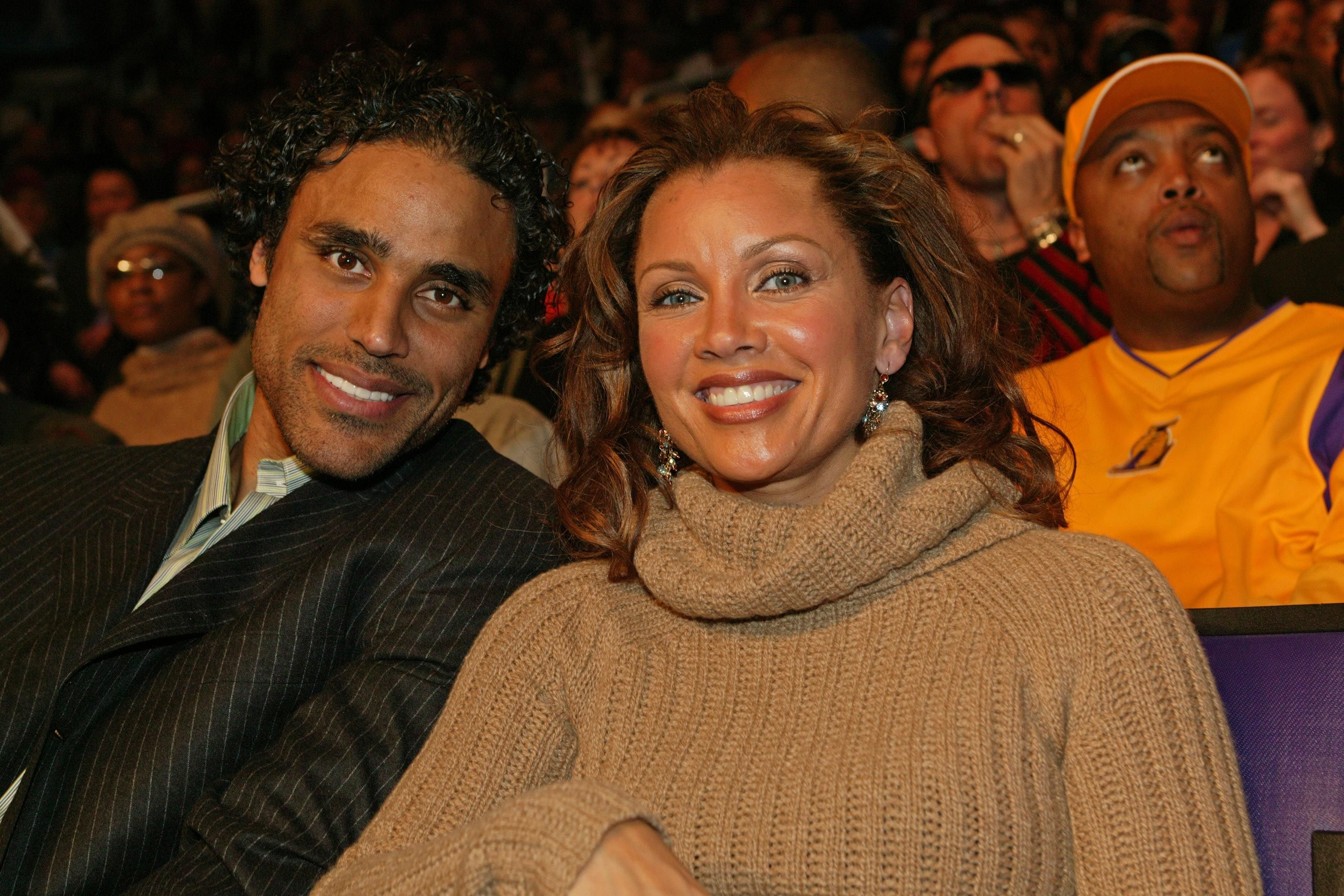 Rick Fox and Vanessa Williams pose for a photo during the All Star Game as part of 2004 NBA All Star Weekend on February 15, 2004   Photo: Getty images