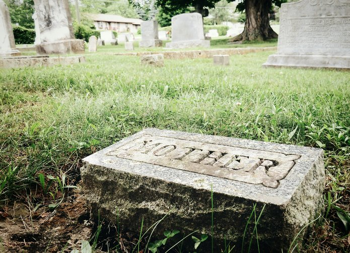Cemetery Headstone That Says Mother | Photo: Getty Images