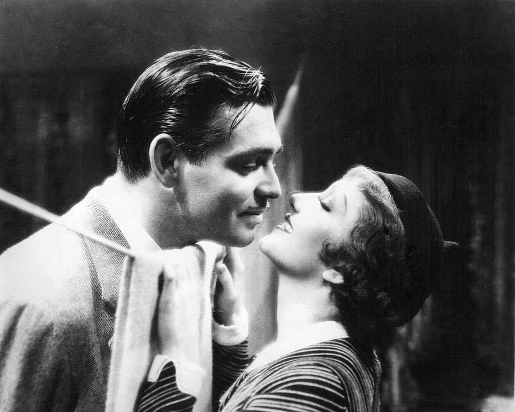 "Clark Gable (1901 - 1960) und Claudette Colbert (1903 - 1996) in einer Werbung für ""It Happened One Night"" unter der Regie von Frank Capra, 1934. (Foto von Silver Screen Collection) I Quelle: Getty Images"