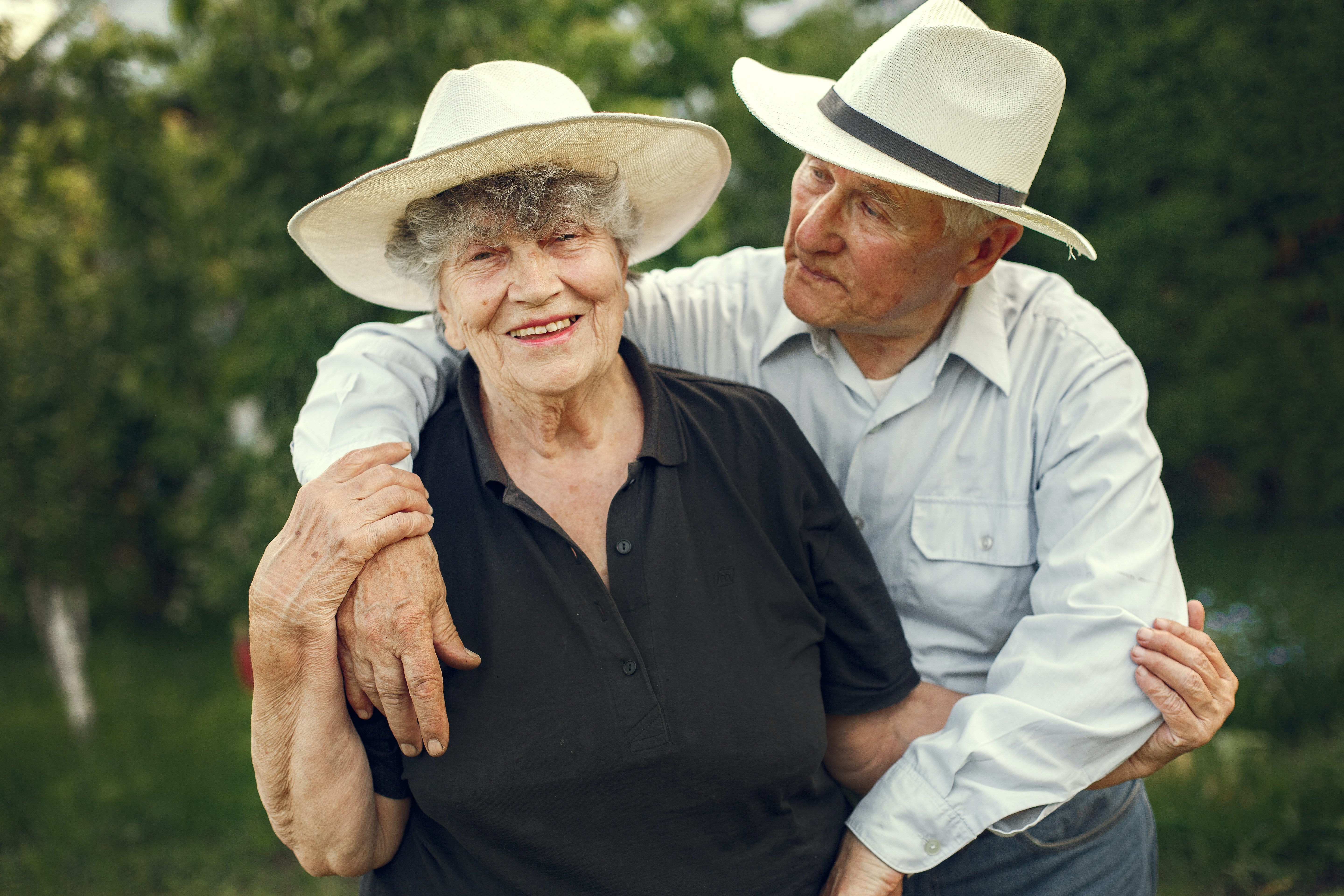 Elderly couple embracing each other.   Source: Pexels/ Gustavo Fring