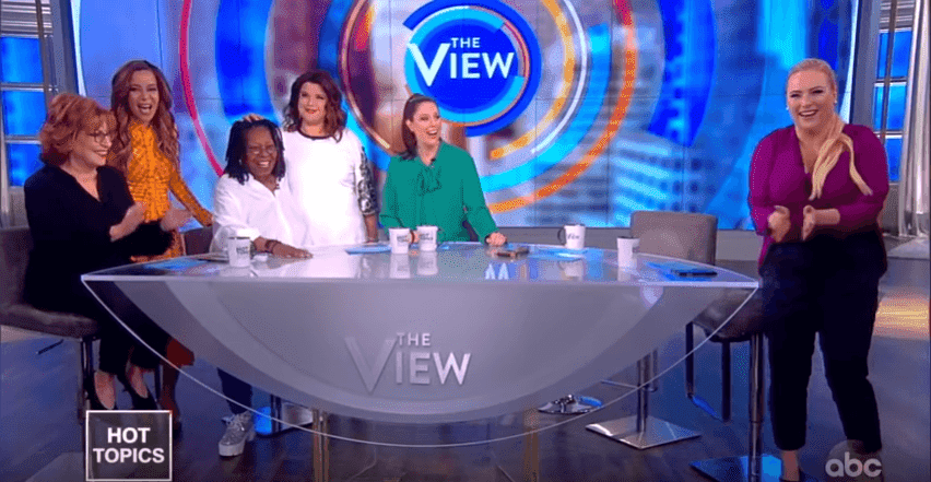 Whoopi Goldberg finally recovers from life-threatening double pneumonia and sepsis | Photo: YouTube / The View