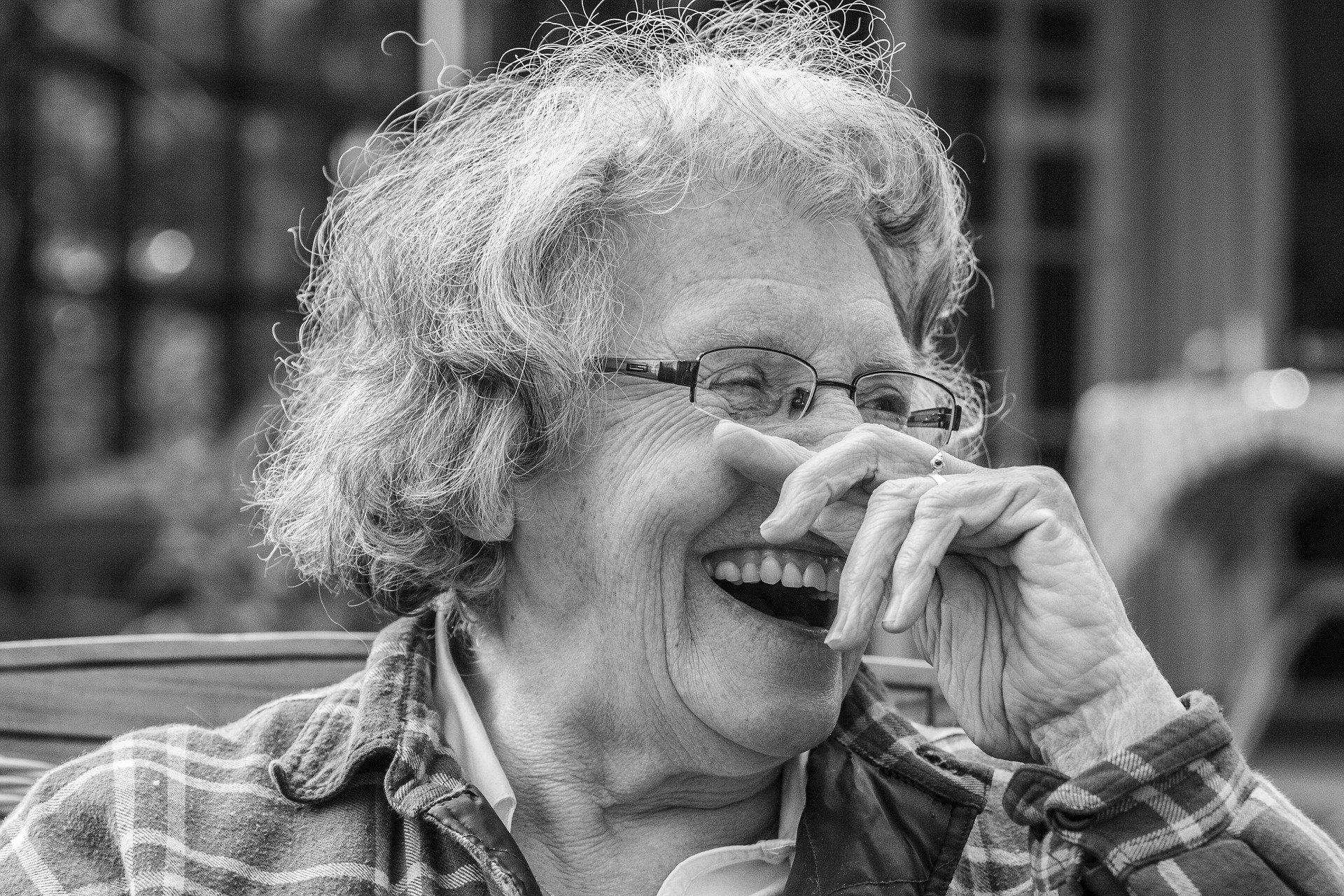 Old woman laughing   Source: Pixabay
