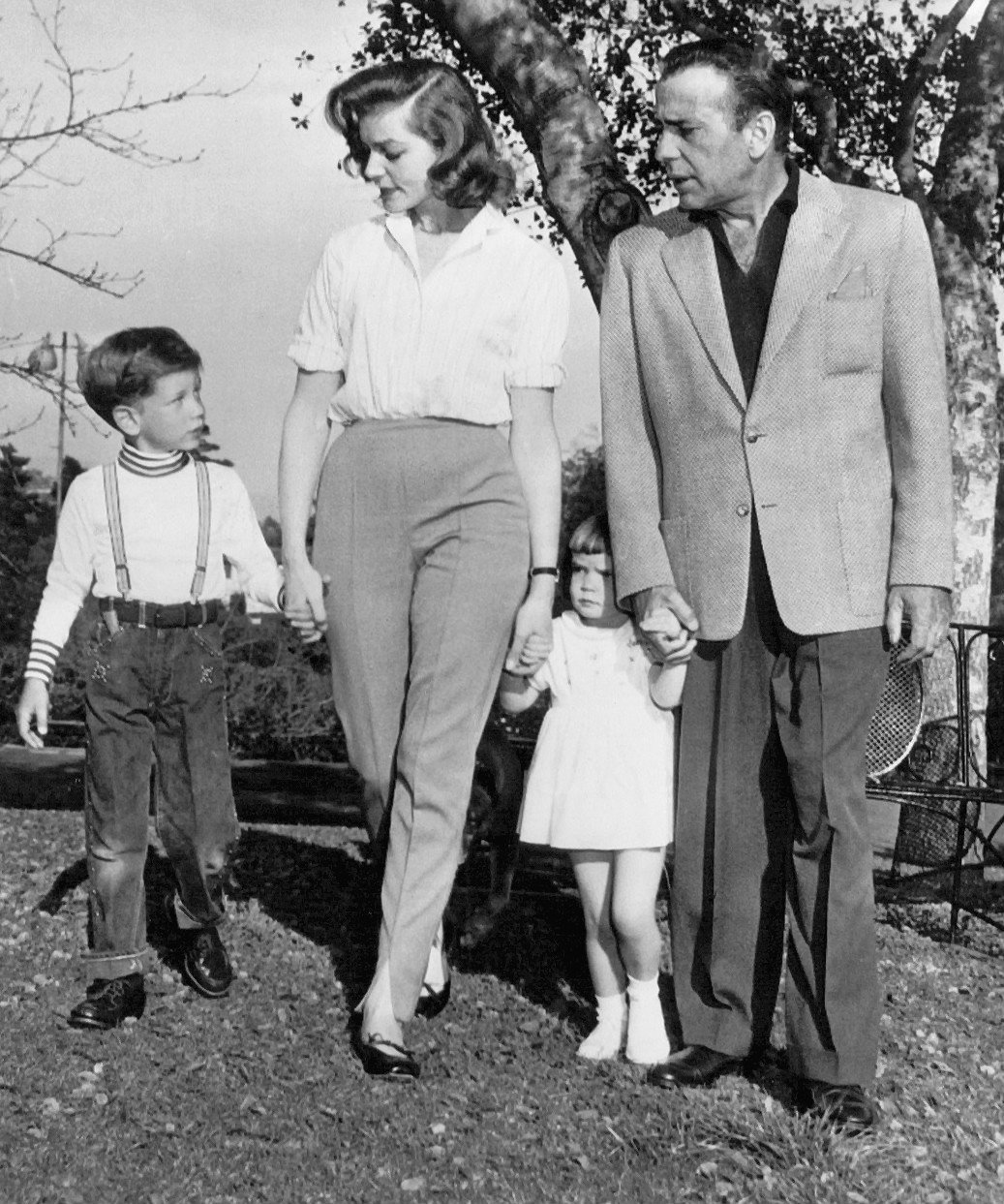 Photo of Humphrey Bogart and his family in April 1956. | Source: Wikimedia Commons