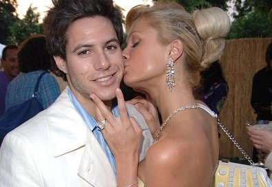 Paris Latsis and Paris Hilton at the The Serpentine Gallery in London, United Kingdom in 2005. | Photo: Getty Images