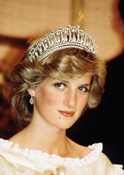 Princess Diana, Princess of Wales, wearing a tiara in New Zealand.| Photo: Getty Images.