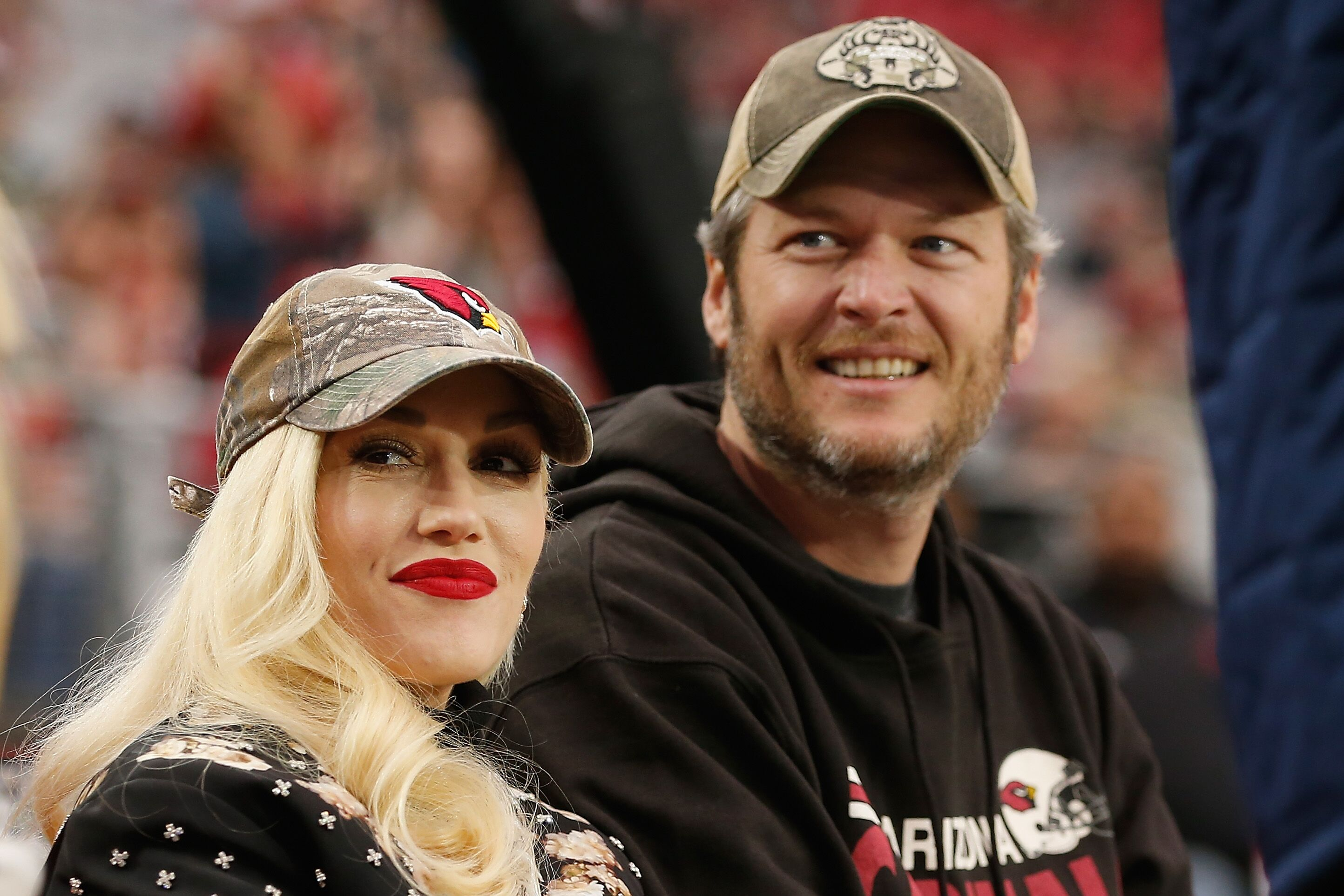 Musicians Gwen Stefani and Blake Shelton attend the NFL game between the Green Bay Packers and Arizona Cardinals at the University of Phoenix Stadium on December 27, 2015 in Glendale, Arizona.  | Source: Getty Images