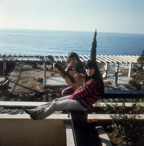 Cher and Sonny Bono at their home in California in 1966 | Photo: Getty Images
