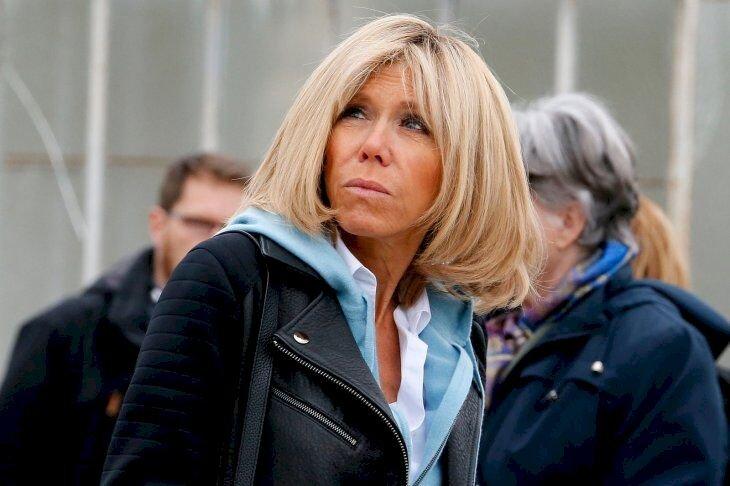 Brigitte Macron le regard en l'air .   Photo : Getty Images