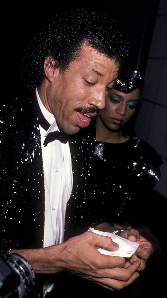 Musician Lionel Richie and Brenda Harvey attend 11th Annual American Music Awards on January 16, 1984 | Photo: Getty Images