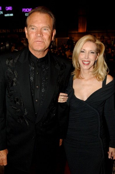 Glen Campbell and Kim at Madison Square Garden in New York City, New York, United States. | Photo: Getty Images