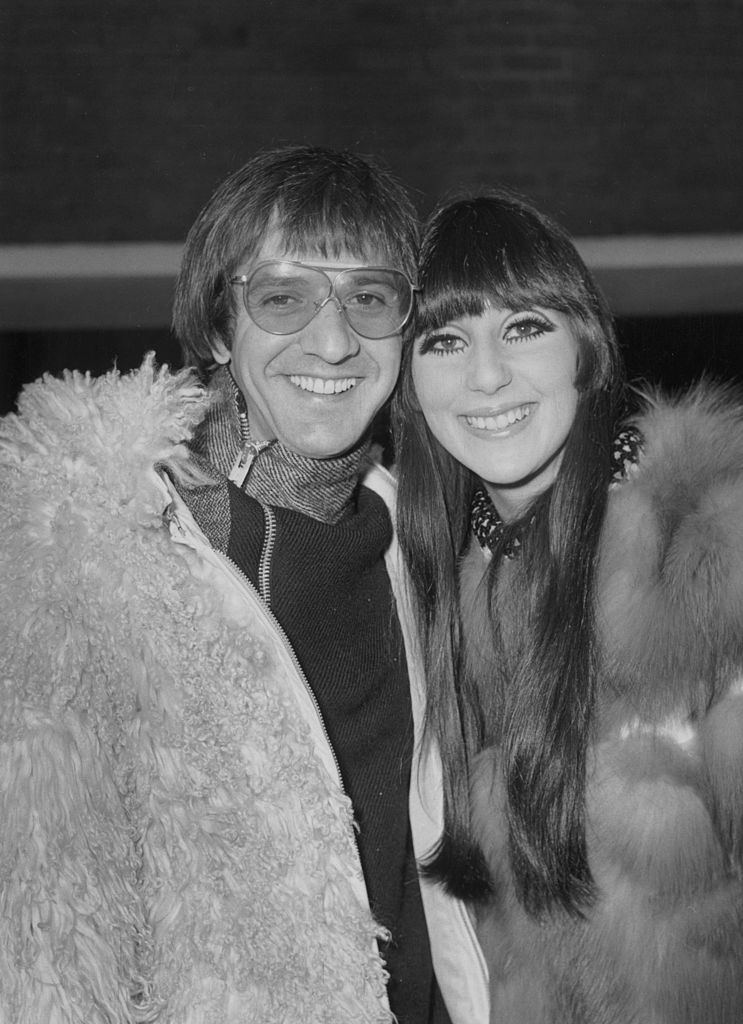 Sonny Bono and Cher at the London Airport in 1967. | Source: Getty Images
