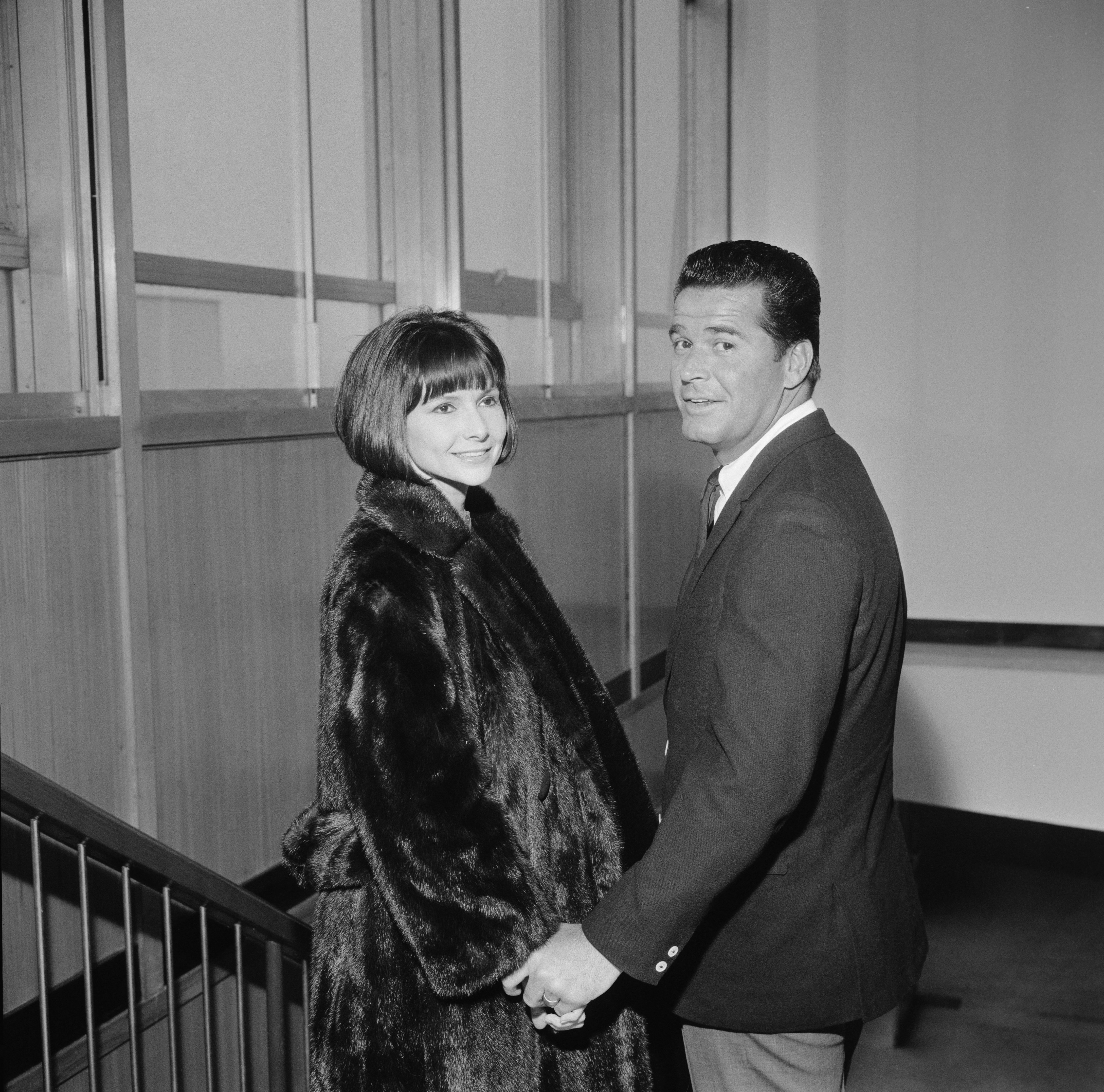 American actor James Garner and his wife Lois Clarke on March 1,1964. | Source: Getty Images.
