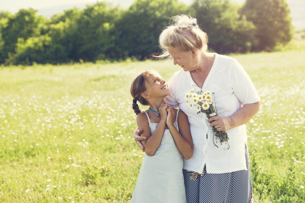 What are the questions you would like to ask your grandmother when you still have her | Photo: Shutterstock