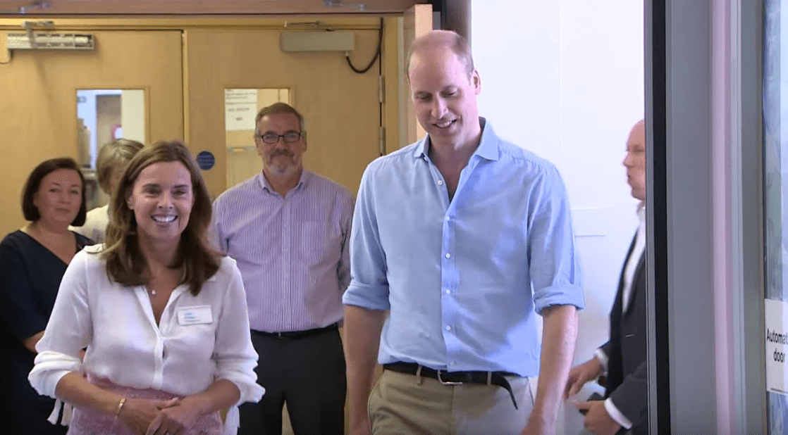 Prince William heading towards the Ellis Ward of The Royal Marsden. | Source: YouTube/TheRoyalFamilyChannel