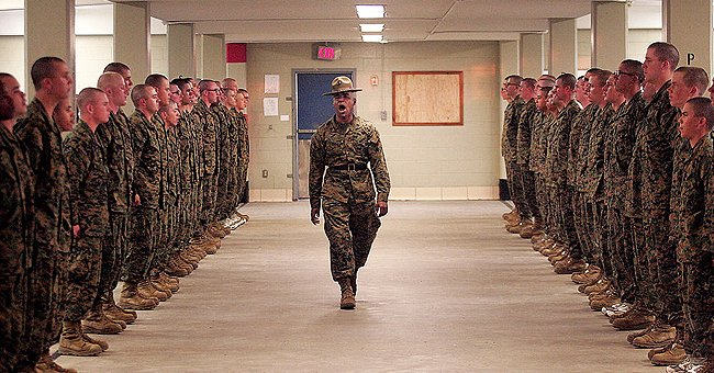 Photo of military men during a drill. | Photo: Getty Images