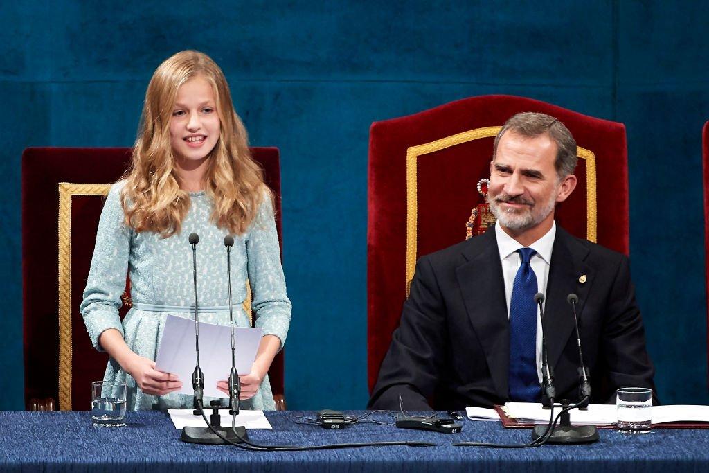 La Princesa Leonor y el rey Felipe VI en la ceremonia de entrega de los Premios Princesa de Asturias el 18 de octubre de 2019 en Oviedo, España. | Foto: Getty Images