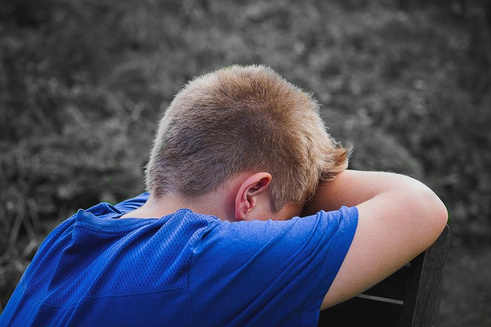 Un enfant triste. | Photo : Pixabay
