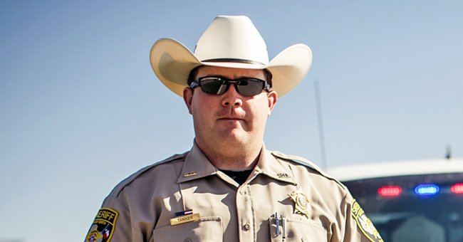 The Sheriff kept asking the lawyer to submit his license.   Photo: Shutterstock