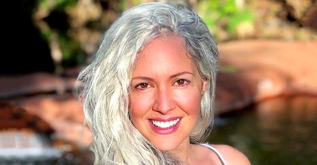 Des cheveux gris à l'âge de 21 ans