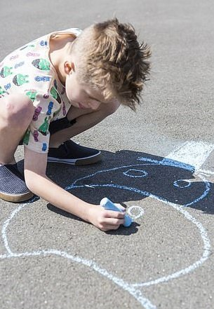 Jack Wilkinson drawing with a chalk stick | Source: Daily Mail