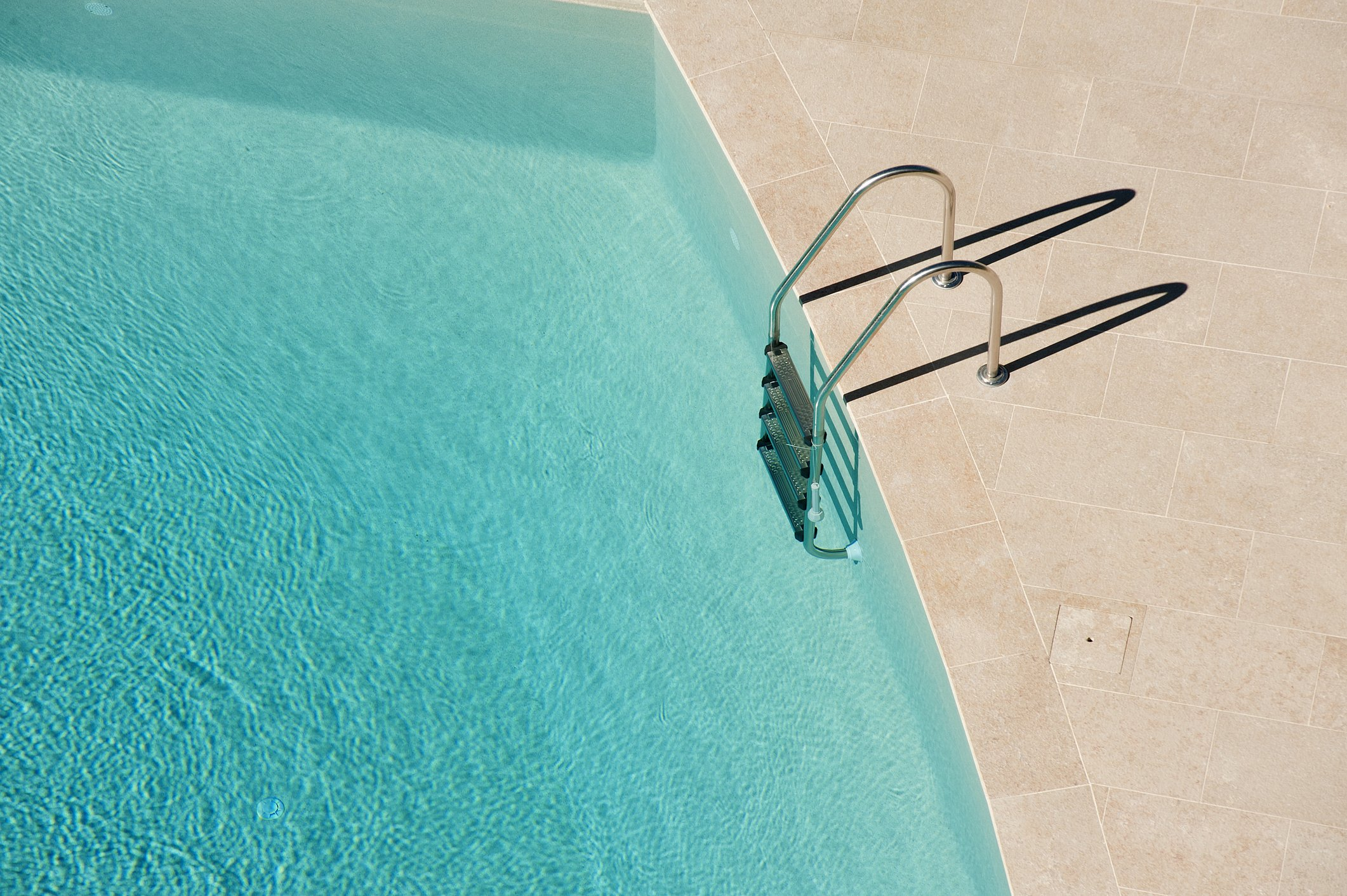 High Angle View Of Ladder On Swimming Pool | Photo: Getty Images