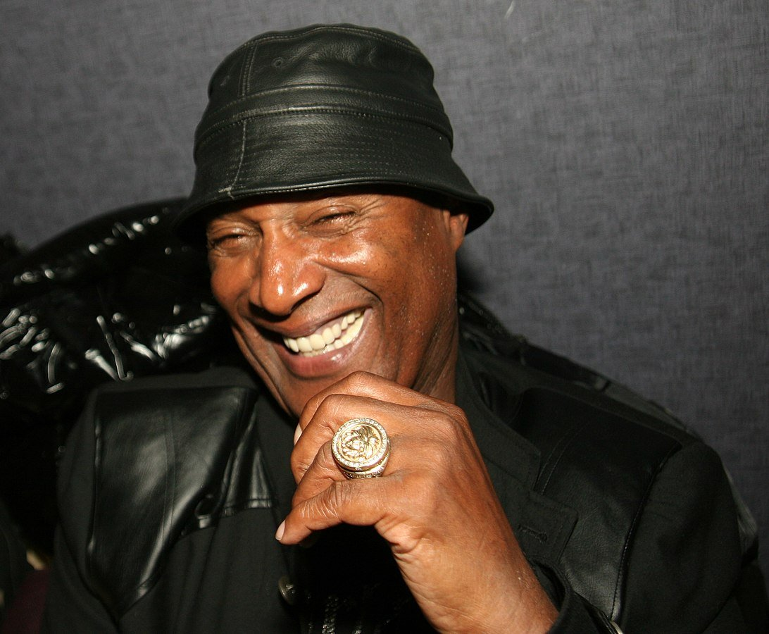 Paul Mooney at a promotional event for Charlie Murphy to promote his book The Making of a Stand Up Guy in December 2009. | Photo: Wikimedia Commons Images