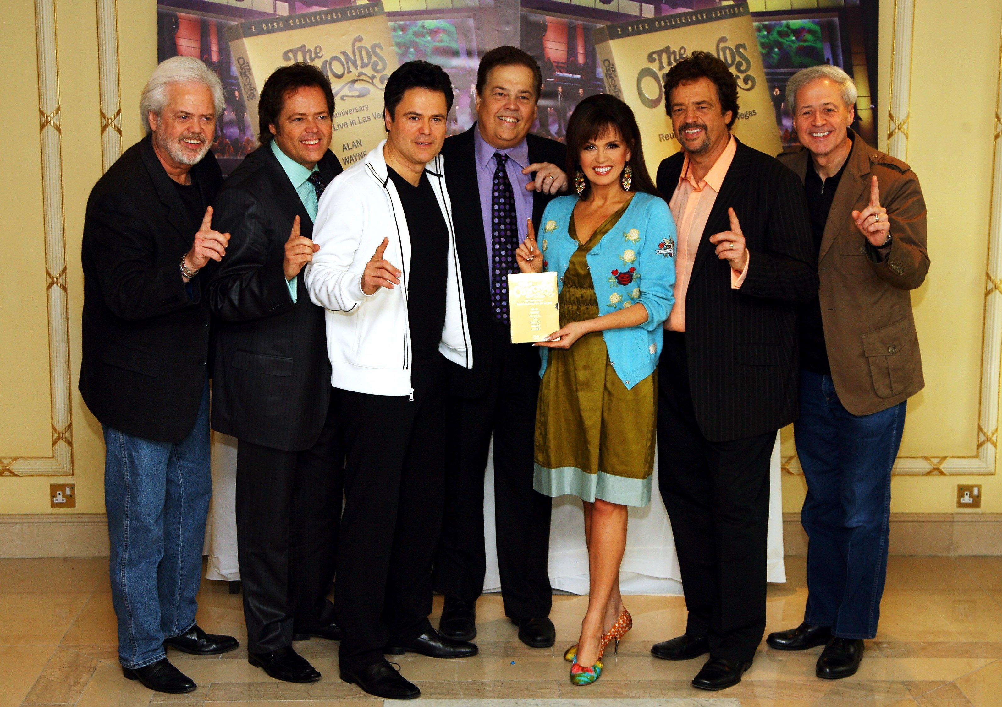 Merril, Jimmy, Donny, Alan, Marie, Jay and Wayne Osmond promoting their number one DVD and 50th Anniversary Concert in Las Vegas on May 29, 2008 | Photo: GettyImages