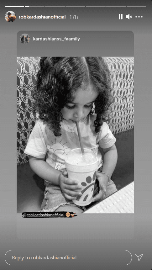 Black and white image of Robert Kardashian's daughter, Dream, sipping from a cup | Photo: Intsagram/robkardashianofficial