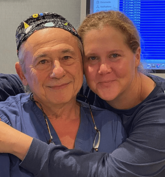 Amy Schumer posing with Dr. Tamer Seckin, who performed surgery on her | Photo: Instagram.com/amyschumer