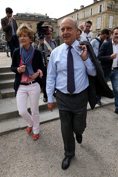 La photo d'Alain Juppé avec sa femme Isabelle le 25 septembre 2016, à Bordeaux, en France | Source: Getty Images / Global Ukraine