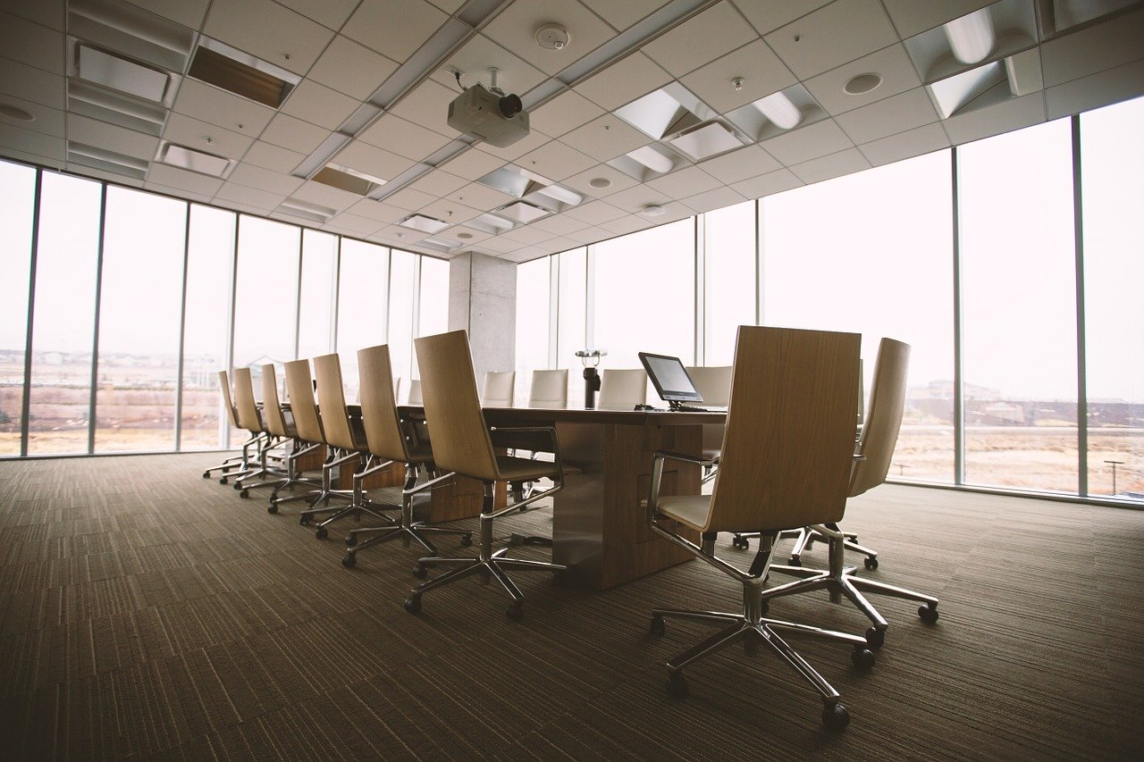 An empty conference room in an office building. I Image: Pixabay.