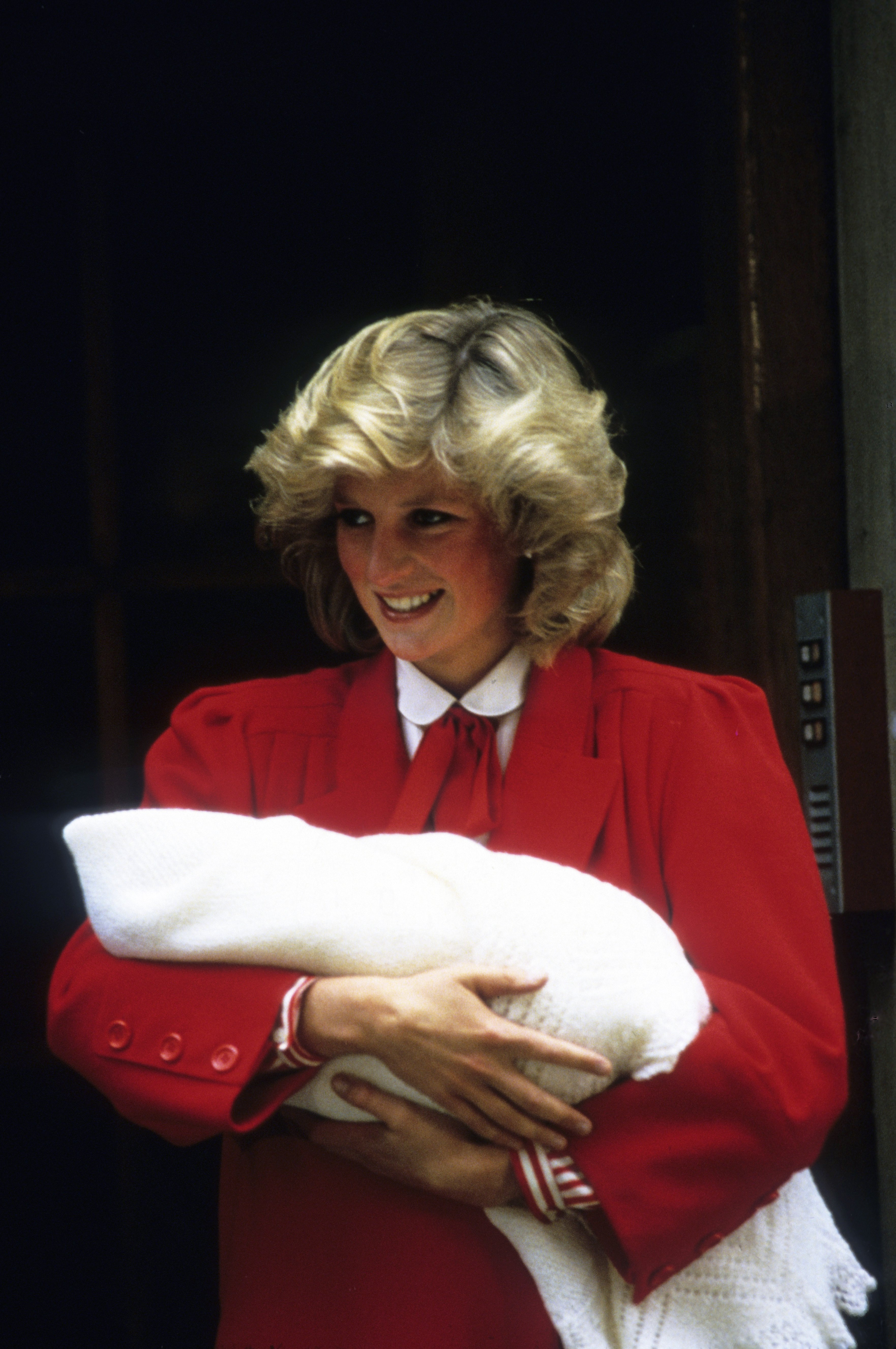 Princess Diana leaves the Lindo Wing of St. Mary's Hospital following the birth of Prince Harry on September 16, 1984 in London, England. | Source: Getty Images
