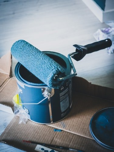 A can of paint with a brush. | Photo: Unsplash