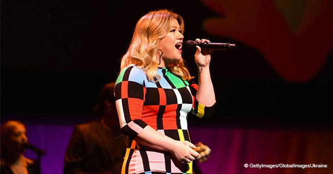 Kelly Clarkson Flaunts Her Slim Figure in a Rubik's Cube-Inspired Dress as She Sings a New Song