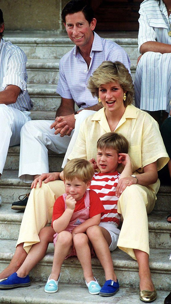Prince Charles and Princess Diana on vacation with their two sons at the Spanish royal residence Marivent Palace, August 1987. | Source: Getty Images.