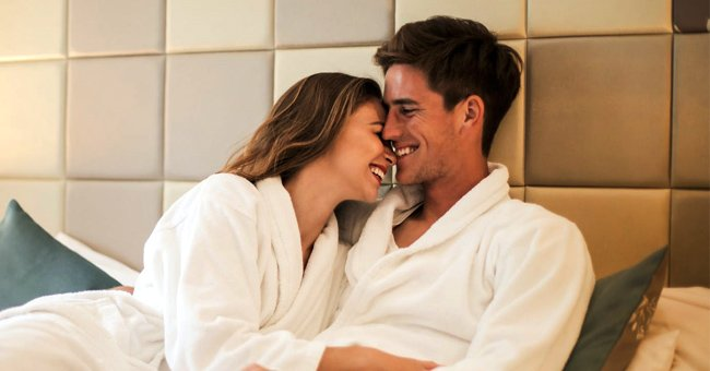 Daily Joke: A Married Couple Stays Overnight in a Hotel While Traveling