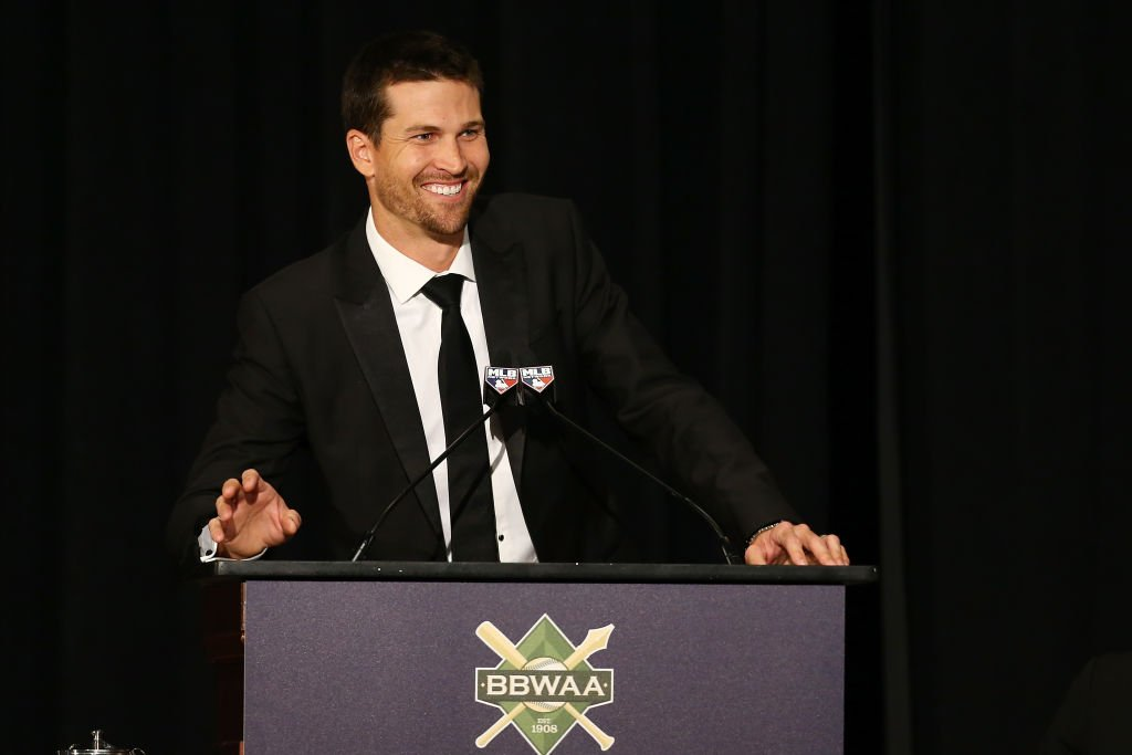 Jacob deGrom speaks at the 97th annual New York Baseball Writers' Dinner on January 25, 2020   Photo: Getty Images