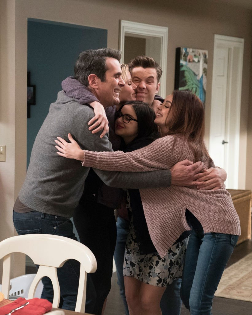 """An undated image of the cast of """"Modern Family"""" during season nine   Photo: Getty Images"""