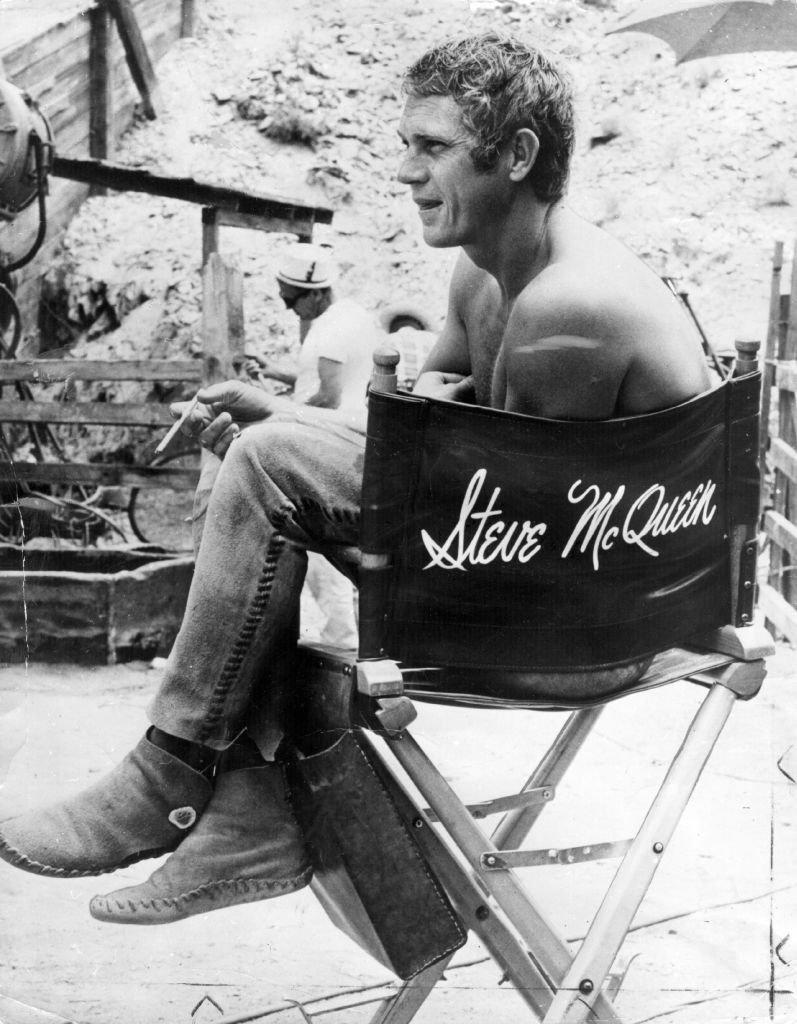 """Steve McQueen sur le tournage de """"Nevada Smith"""". l Source : Getty Images"""