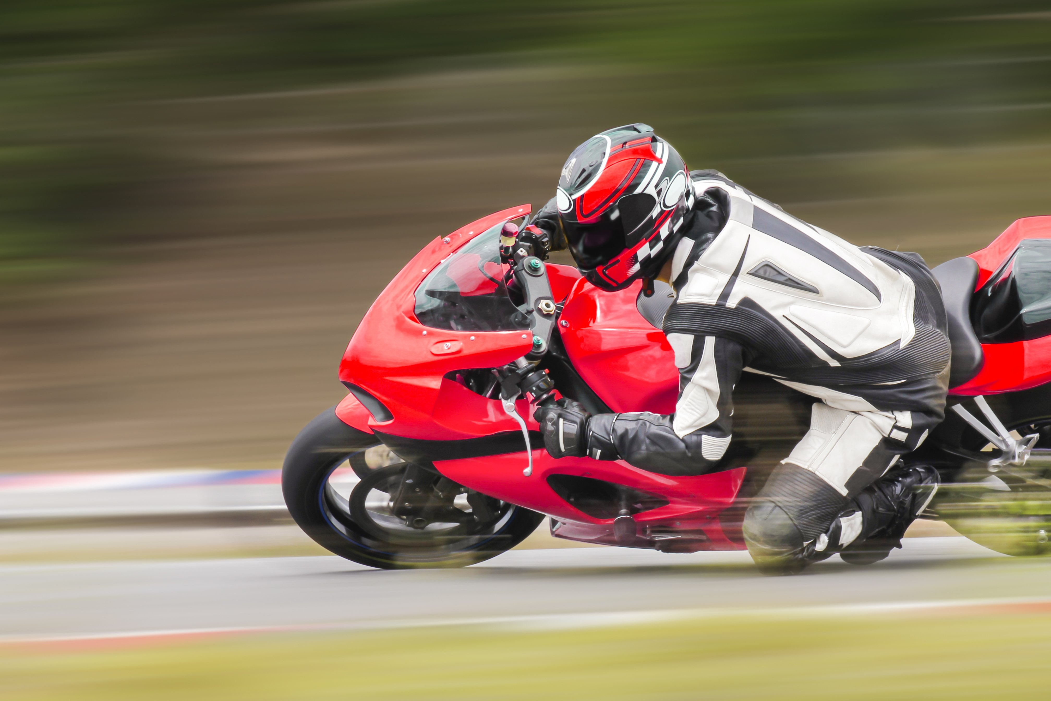 A leading motorcycle racer on the racetrack. | Photo: shutterstock