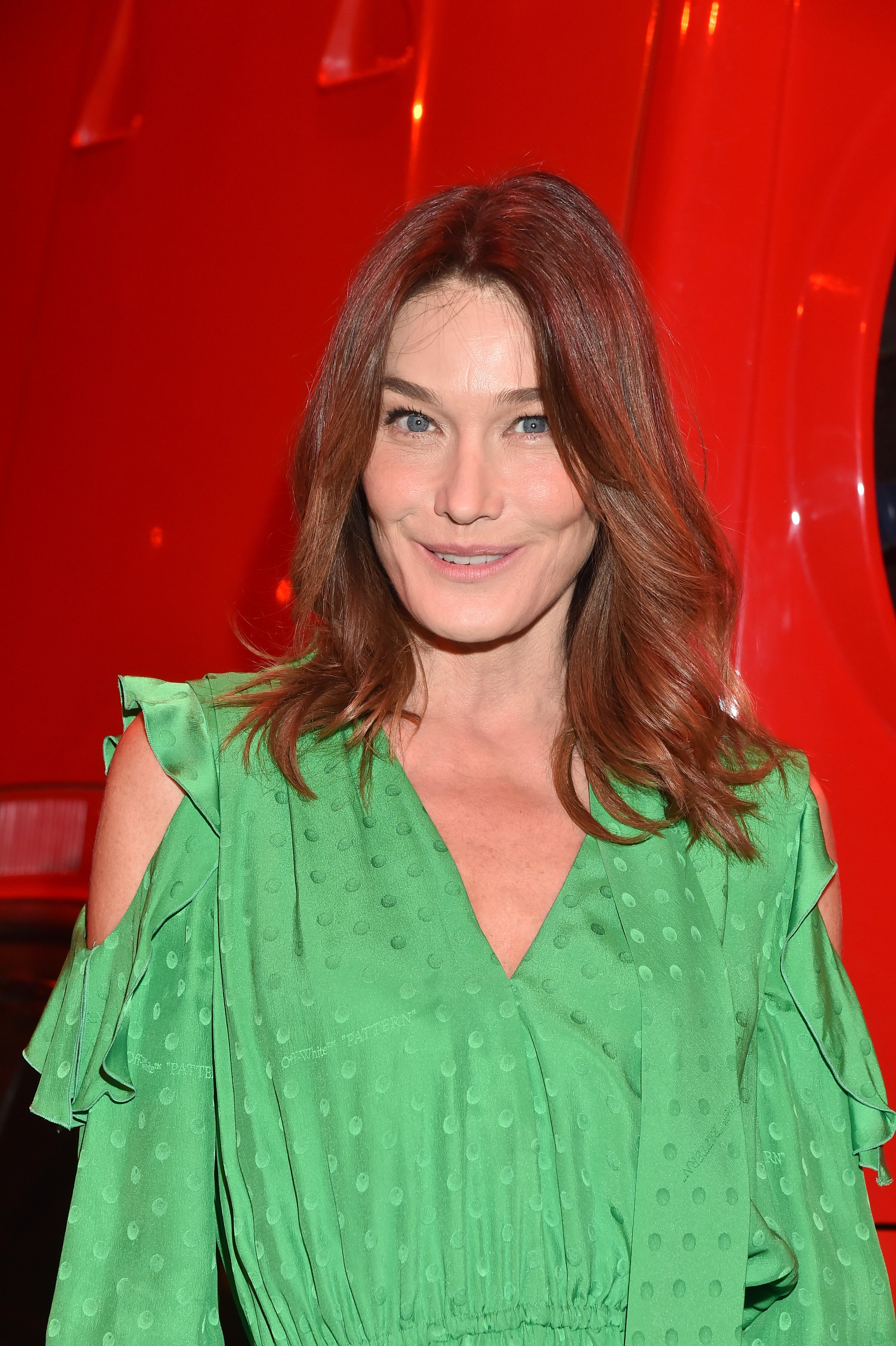 Carla Bruni attends the Off-White show at the Paris Fashion Week Womenswear Fall/Winter 2020/2021 on February 27, 2020 in Paris, France. | Photo: Getty Images