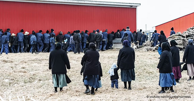 Incredible Video of 250 Amish Men Lifting and Moving a Barn to Its New Spot