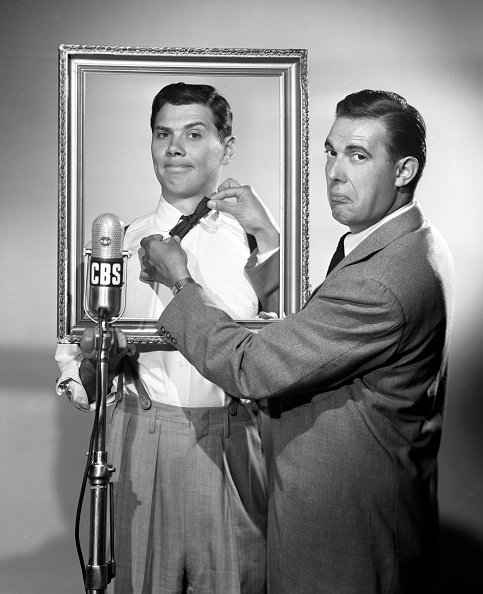 CBS Radio personalities Gene Rayburn and Dee Finch pose for The Rayburn and Finch Show in New York, NY on June 8, 1951. | Photo: Getty Images