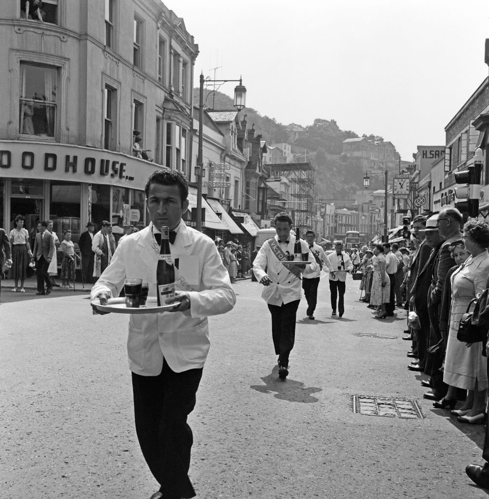 Waiters Race during a heatwave in Torquay, England, circa 1957   Source: Getty Images